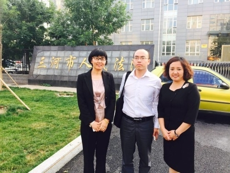 Адвокаты (слева-направо) Ван Юй, Фэн Яньцян и Ху Гуйюнь. Фото: theepochtimes.com