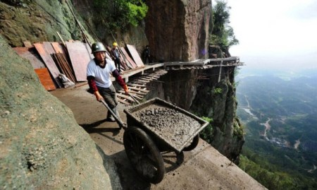 Cliff-Gallery-road-China-worker-9-600x358