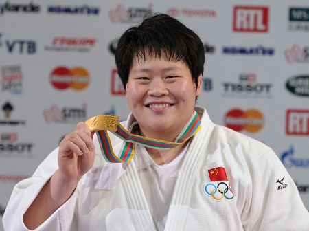 China's Tong Wen celebrates her gold med