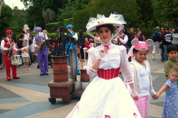 Мэри Поппинс в парке Disneyland
