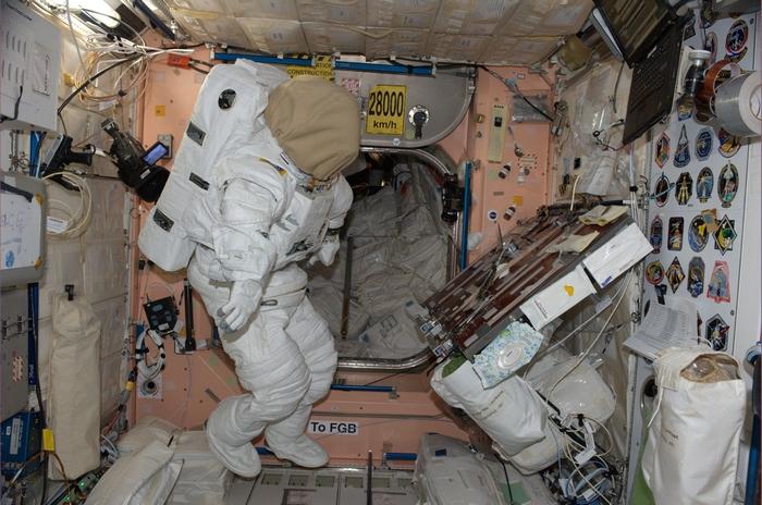 Астронавты НАСА на МКС проводят технические работы