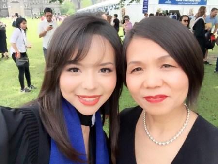 Анастасия Линь вместе со своей матерью на выпускном. Фото: Courtesy of Anastasia Lin