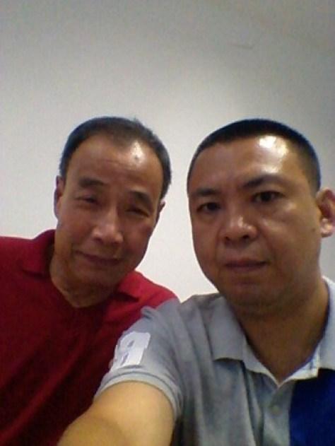 Ма Цзиньчунь (справа) с диссидентом Цяо Чжунлином, заключённым в психиатрическую больницу. Фото: Courtesy of Ma Jinchun