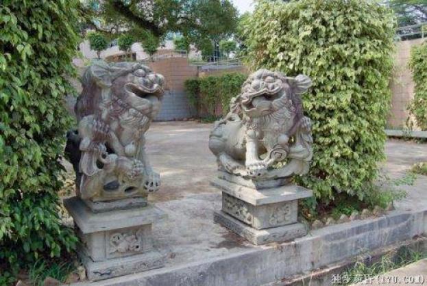 Древние китайцы использовали каменных львов для защиты дома от злых духов и призраков и привлечения удачи. Фото: NTD