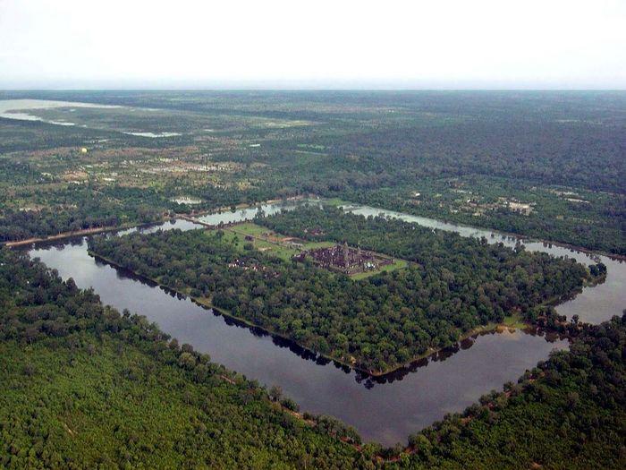 Аэрофотоснимок. Хорошо виден ров с водой 190-метровой ширины. Фото: ANGELUS/wikipedia.org/CC BY 2.5