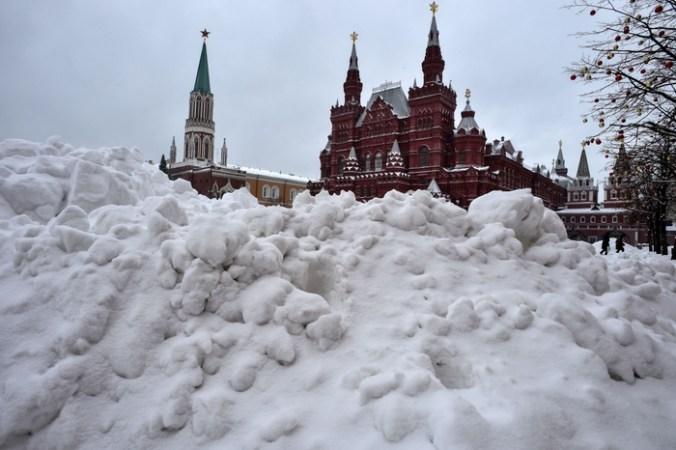 Из-за снегопада в Москве отменены авиарейсы.