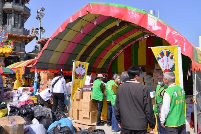 Палатка для сбора пожертвований, пострадавшим от землетрясения, Тайвань, 7 февраля 2016 г. Фото: Huang Puchen/Epoch Times