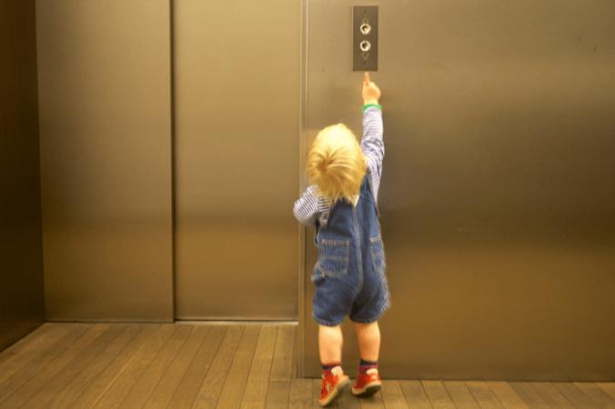 лифтами в Москве опасно пользоваться