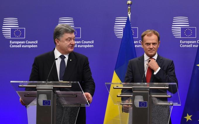 Президент Украины Петр Порошенко и председатель Европейского совета Дональд Туск на пресс-конференции в Брюсселе. Фото: JOHN THYS/AFP/Getty Images
