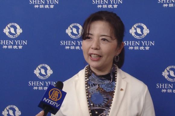 Сети Митико, владелица рекламного агентства Sky High, посетила концерт Shen Yun в Новом национальном театре в Токио 25 апреля. Фото: Courtesy of NTD Television)
