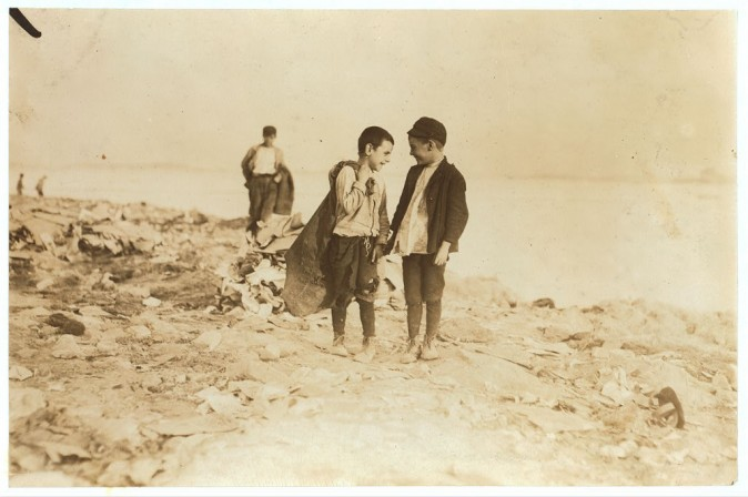 Сборщики мусора в Бостоне, штат Массачусетс, октябрь 1909 г. Фото: L.W. Hine/LOC