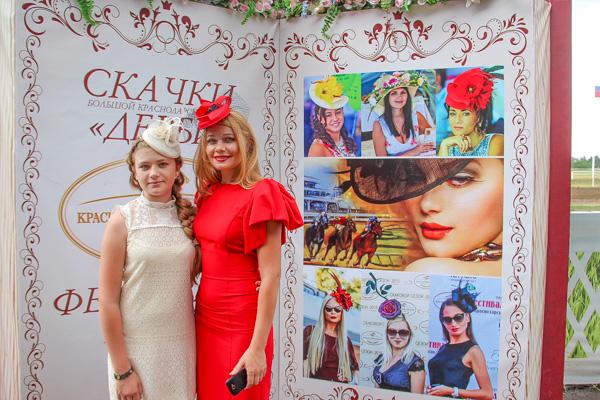 Ежегодный фестиваль шляпок на Краснодарском ипподроме. Фото: Александр Трушников/Великая Эпоха