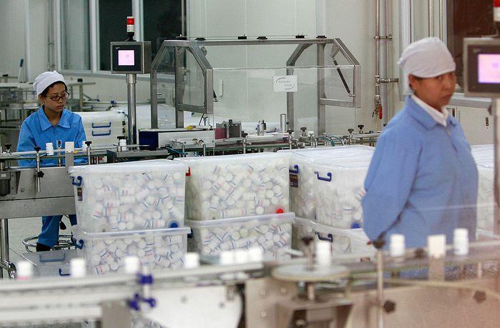 Завод по производству лекарств в Пекине. Фото: TEH ENG KOON/AFP/Getty Images
