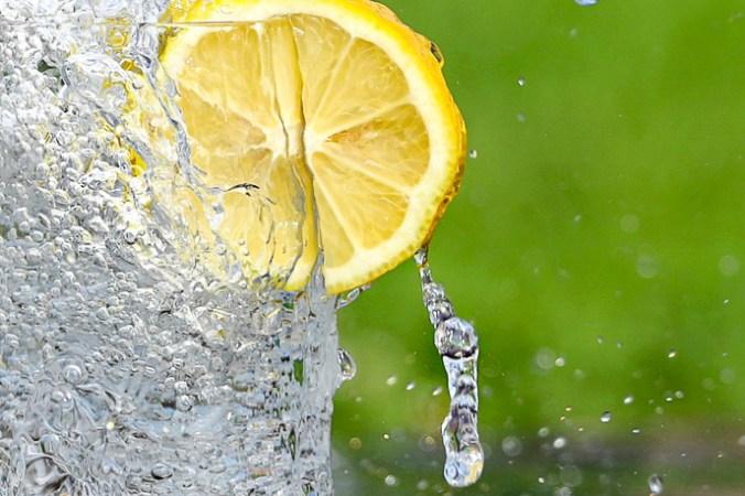Зачем японцы пьют воду по утрам?