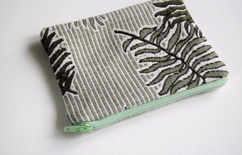 Sy lynlås og foer i en lille pung eller taske