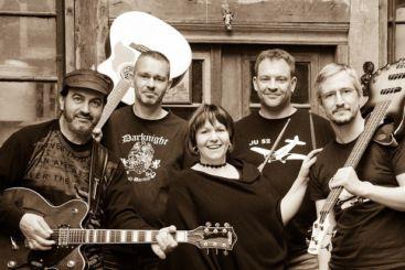 Die Band Constant Jam bewegt sich auf einer sehr breiten, musikalischen Schiene, die aus den verschiedensten Rock Genres entspringt. Die Setliste stellt einen Schnitt durch die letzten 50 Jahre Rockgeschichte dar.