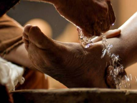 http://www.freebibleimages.org/photos/jesus-washes-feet/