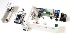 Papercraft imprimible y armable de un conjunto completo de un box de competición. Manualidades a Raudales.