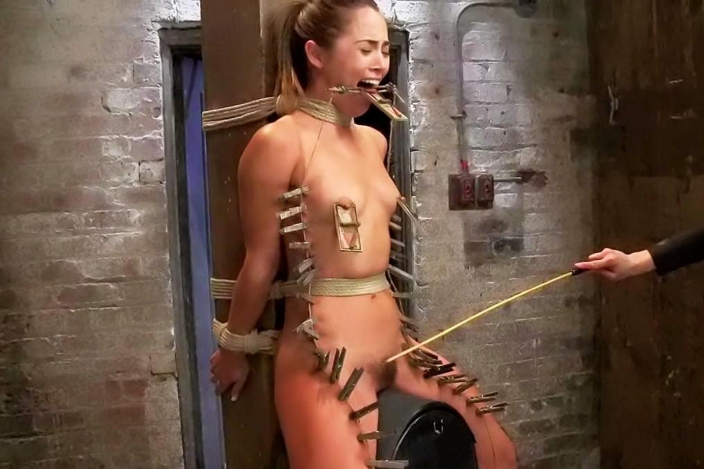 lihava alaston nainen klitoris lävistys