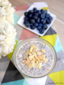 Irrésistible chia pudding à la vanille et topping fruité pour un petit déjeuner healthy !