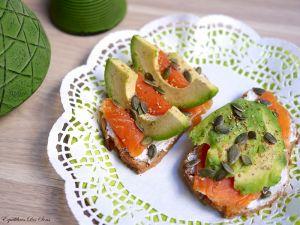 Irrésistibles tartines saumon-avocat-fromage frais pour un petit déjeuner healthy !