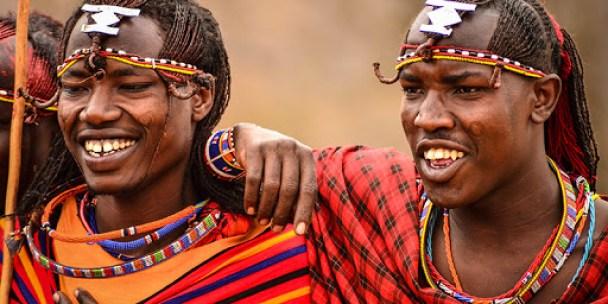 Jóvenes guerreros masai
