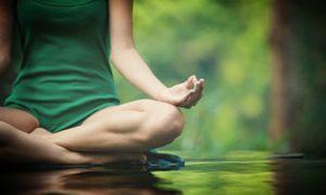 Come iniziare a fare yoga a casa facilmente