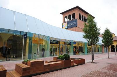 カステルグエルフォザ・スタイルアウトレットビレッジ、ボローニャの店舗