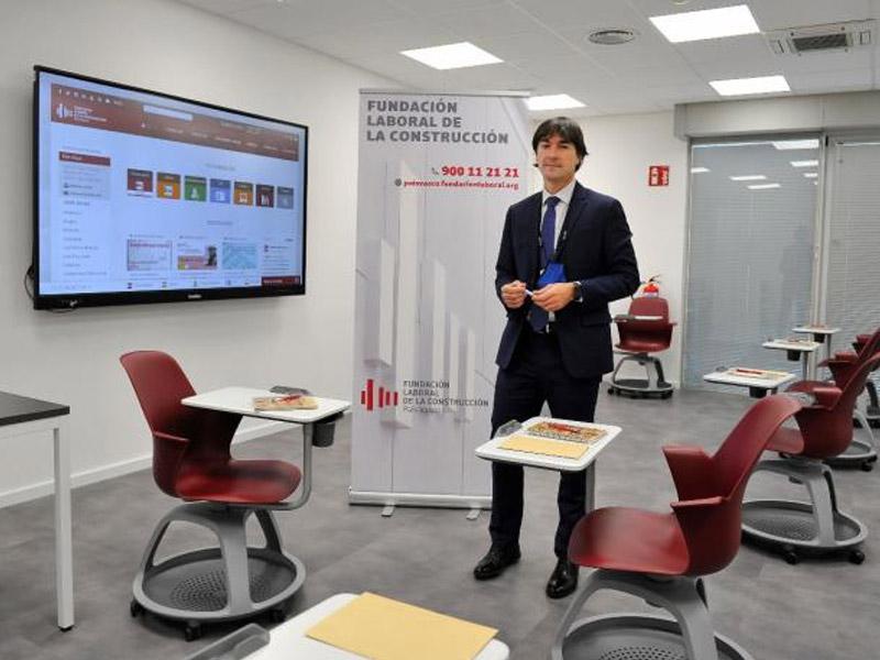 Alex Bidetxea en la nueva aula de formación de la Fundación Laboral de la Construcción (FLC) en Bilbao. Oskar González