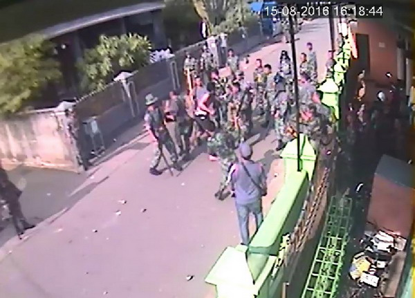 rekaman-cctv-terlihat-prajurit-tni-au-pukuli-warga-secara-brutal-GLWaSxku5B