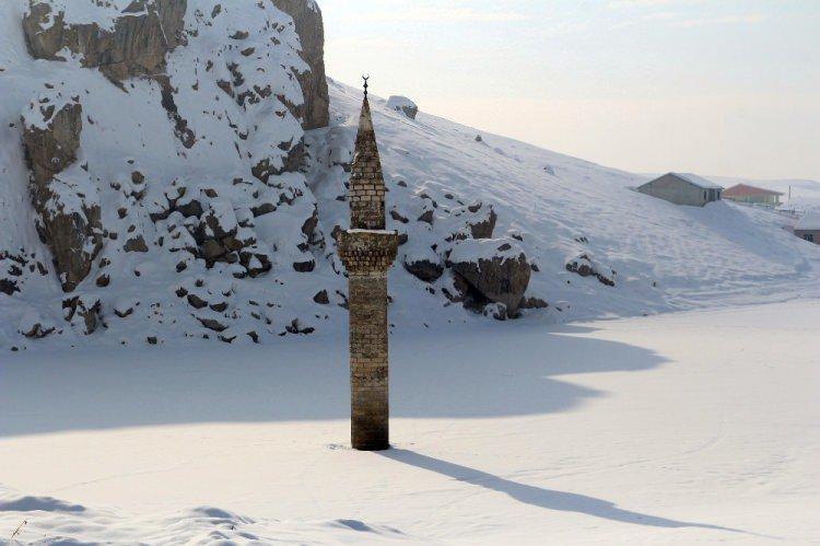 menara-masjid-bash-shawish-berdiri-kokoh