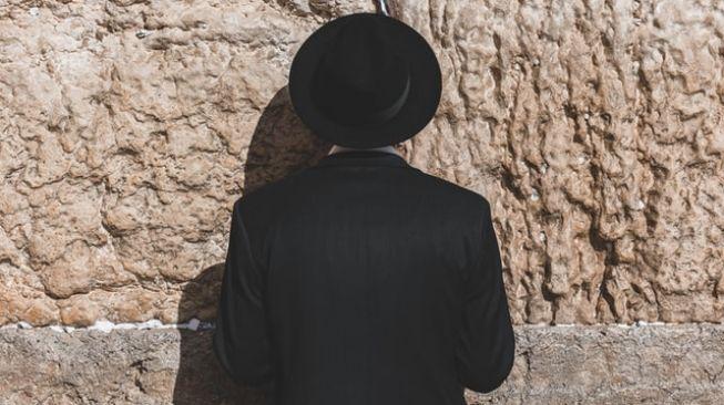 Rabi Yahudi Bongkar Rencana Israel: Pola Zionis Sama Selama 70 Tahun