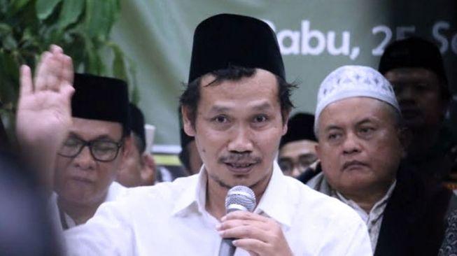 Reaksi Tak Terduga Gus Baha Disebut Kiai Kampung oleh Deddy Corbuzier