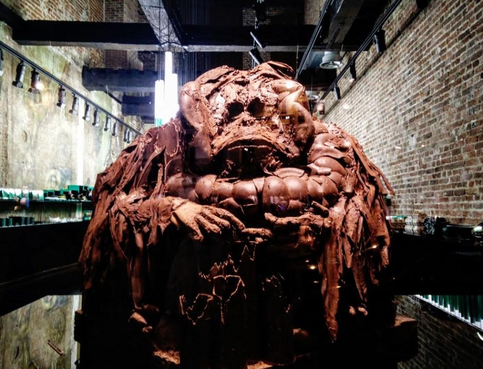 Escultura orangutan de chocolate