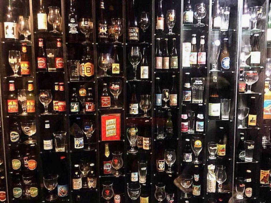 El muro de la fama de la cerveza está en Brujas - Beerwall 1 4 - El muro de la fama de la cerveza está en Brujas
