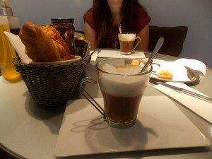 desayuno-cook-book Cook & Book: el paraíso para los amantes de la buena comida y la lectura está en Bruselas - DSCN6596 300x225 - Cook & Book: el paraíso para los amantes de la buena comida y la lectura está en Bruselas