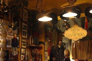 Bar marionetas etc -27 Le Poechenellekelder: El bar de las marionetas y del Manneken Pis. - Bar marionetas etc 27 300x200 - Le Poechenellekelder: El bar de las marionetas y del Manneken Pis.