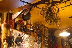 Bar marionetas etc -29 Le Poechenellekelder: El bar de las marionetas y del Manneken Pis. - Bar marionetas etc 29 300x200 - Le Poechenellekelder: El bar de las marionetas y del Manneken Pis.