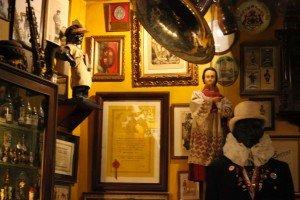 Bar marionetas etc -30 Le Poechenellekelder: El bar de las marionetas y del Manneken Pis. - Bar marionetas etc 30 300x200 - Le Poechenellekelder: El bar de las marionetas y del Manneken Pis.