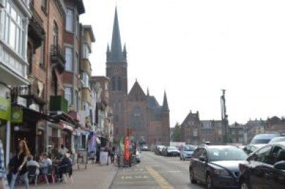 Plaza de la Reina Astrid, con la iglesia de Sainte-Madelaine al fondo Paseos veraniegos I: Jette, la comuna de Magritte - DSC 0740 300x200 - Paseos veraniegos I: Jette, la comuna de Magritte