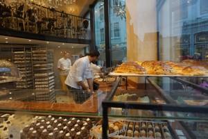 Pastelería Aux Merveilleux Pastelería Aux Merveilleux - 3 1 300x200 - Pastelería Aux Merveilleux