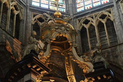 n70_3224_opt  - N70 3224 opt - La catedral de San Bavón: un tesoro de religión y arte