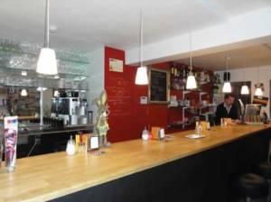 - cafeteria barra 300x224 - Ruta temática: Bares de ambiente en Gante