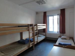 Albergue Juvenil Internacional - habitacion5 300x224 - Albergue Juvenil Internacional