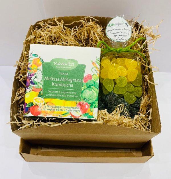 Confezione regalo - Infuso Melissa, Melagrana, Kombucha e caramelle al miele - Erbainfusa | Erboristeria Erbainfusa Como | Shop Online
