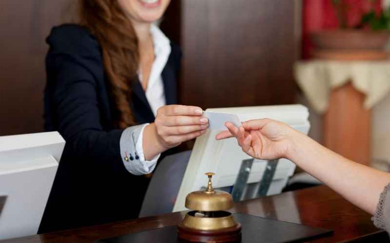 Ξενοδοχοϋπάλληλοι: Αναστολές Συμβάσεων και τον Ιούλιο