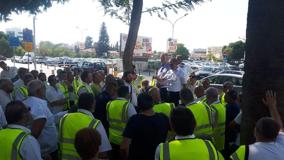 Κύπρος : Συνεχίζεται η απεργία στην εταιρεία λεωφορείων ΝΡΤ, λόγω μη καταβολής όλων των δεδουλευμένων των εργαζομένων.