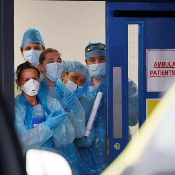 The Guardian: Οι θάνατοι από covid-19 είναι περισσότεροι μεταξύ των χαμηλόμισθων εργαζομένων