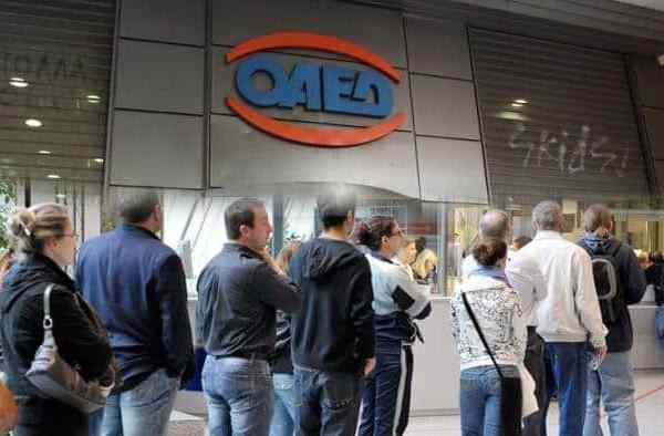 «Κάτι τρέχει» στον ΟΑΕΔ: Δουλειά την Κυριακή, ψηφιοποίηση στα χαρτιά και απειλές από τη διοίκηση