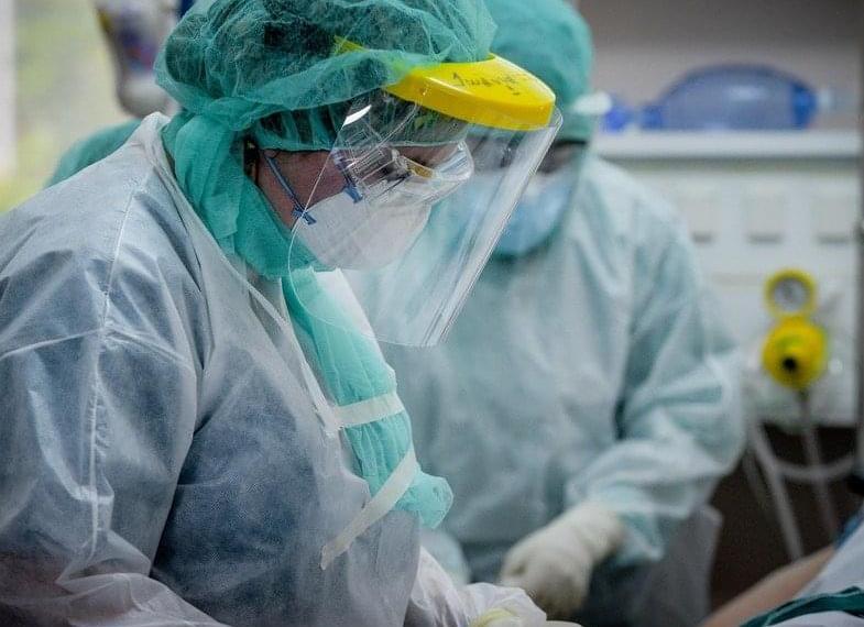 700 υγειονομικοί νοσούν